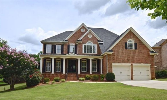 Find stunning luxury homes and resortlike amenities at Sunset Oaks Holly Springs.